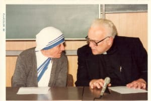 Mother Teresa and Fr. Marx meet in Japan.